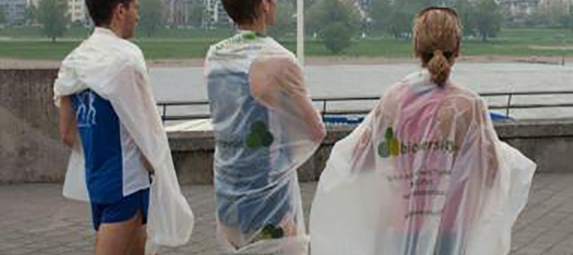 Biome Bioplastics Keeps Marathon Runners Warm